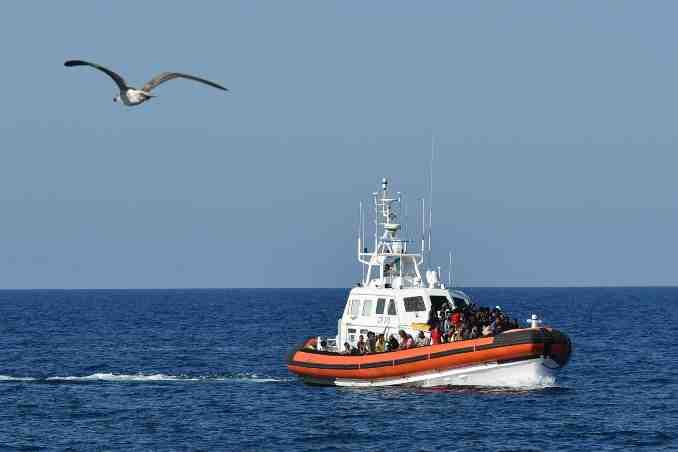 A boat sinks off the coast of Tunisia,killing 43 people